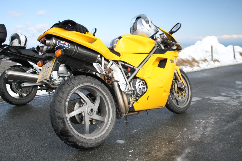 I doubt many 996 Ducati get taken up onto the mountain circuit when there is snow.....